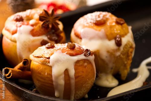 Bratapfel mit Vanillesauce - 57198860