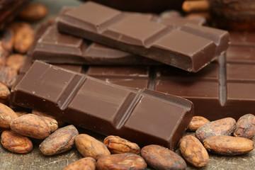 Schoko mit Kakaobohnen