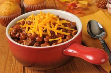 Chili con carne with cornbread muffins