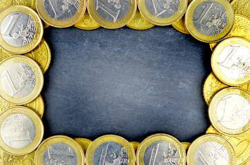 Tafel mit Ring aus Euromünzen