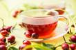Roter Tee aus Hagebutten