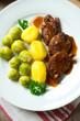 Vegetarische Medaillons mit Kartoffeln und Rosenkohl