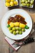Gebratene Sojasteaks mit Rosenkohl und Salzkartoffeln