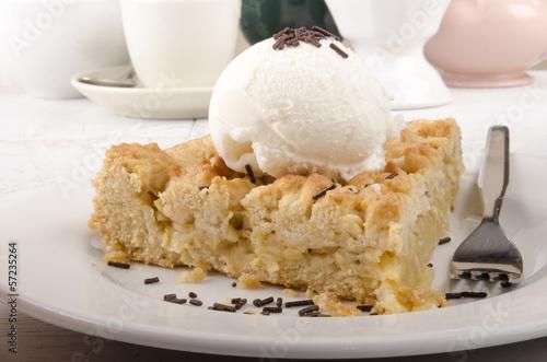 crumb cake with vanilla ice cream