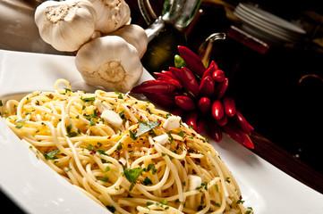 pasta, spaghetti aglio, olio e peperoncino