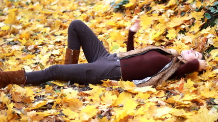 Portrait of girl in the autumn park.