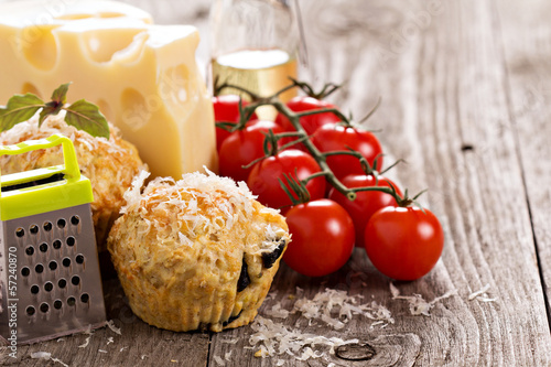Savoury muffins with tomatoes, cheese and olives