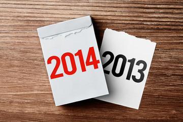 Kalender vor Holzhintergrund - Jahreswechsel