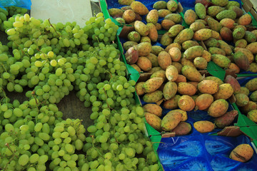 Cactus vigs and grapes at a market