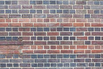 Muri di mattoni rossi di tonalità diverse