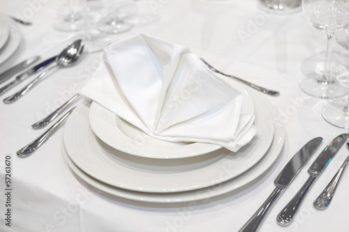 Elegant wedding dinner in white