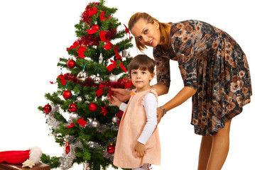Mother with daughter in front of tree