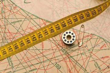 выкройка, нитки, метр