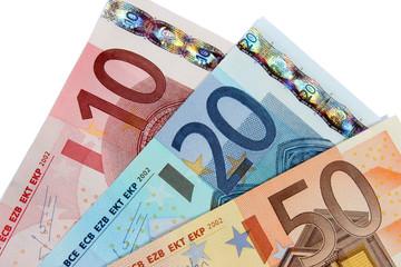 Billets euro en éventail détourés sur fond blanc