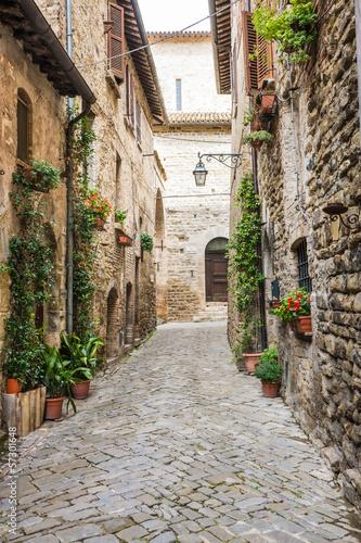 Vicolo romantico italiano - 57301648