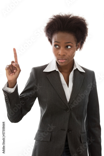 Farbige Frau erhebt den Finger - meldet sich zu Wort