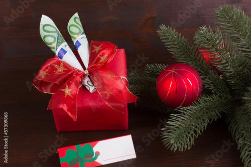 Namensschild mit Geldgeschenk zu Weihnachten