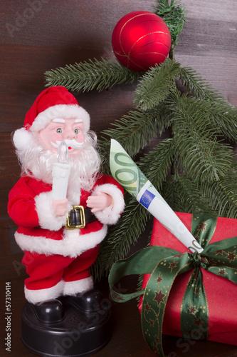 Weihnachtsmann bringt Geschenk mit Geld