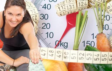 Frau beim Sport und Körperwaage mit Obst und Gemüse