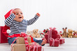 Kinderaugen an Weihnachten - Baby mit Geschenke zum Fest