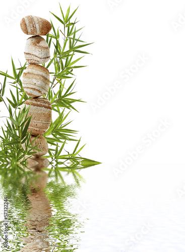 empilement de galets et bambou