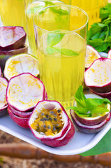 Maracuja and mint soft drink