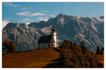 Kirche in den Alpen