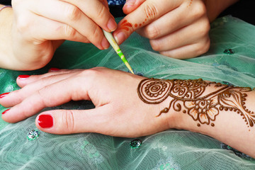 henna being applied