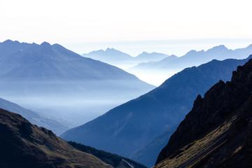 Bruma e foschia in montagna