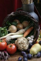 Jesień - koszyk z owocami i warzywami