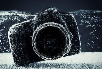 DSLR under water a