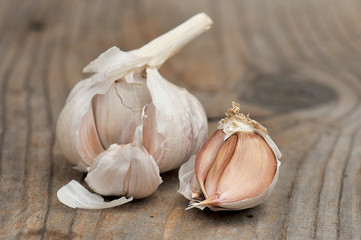 Bulbs of garlic on cutting board