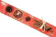 Schleifenband mit Zimtstangen und Orangenscheibe