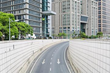 Fototapeta tunel w nowoczesnym mieście
