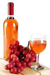 Calice di vino rosè con uva rossa