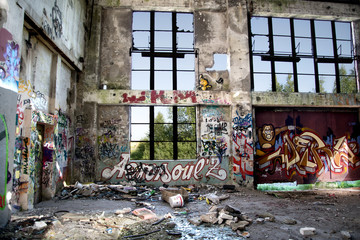 Ruine *** Graffiti - Fensterfront