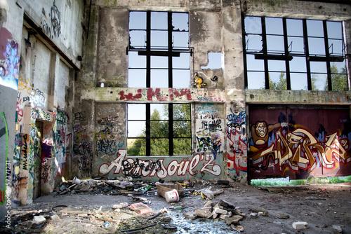 canvas print picture Ruine *** Graffiti - Fensterfront