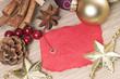 Weihnachtsdekoration mit leerem Schild