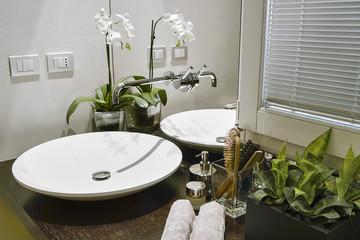 dettaglio del lavabo nel bagno moderno