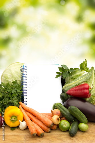 Fresh vegetables with notes