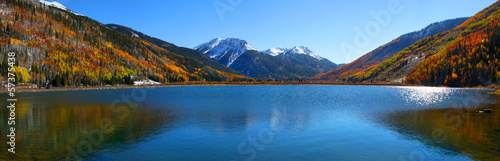Poster Meer / Vijver Panoramic view of beautiful crystal lake in Colorado