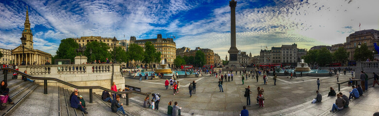 LONDON, SEP 29: Tourists enjoy beautiful Trafalgar Square, Septe