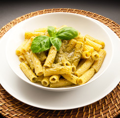 pasta italiana al pesto ligure