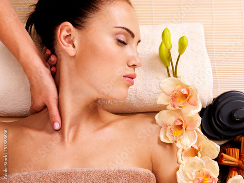 Masseur doing massage the neck of an woman in spa salon