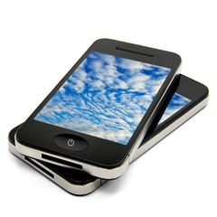 2 Smartphones mit Wolken