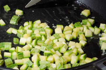 zucchine in pentola