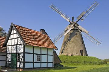 Windmühle  mit Backhaus