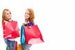zwei rothaarige frauen mit einkaufstüten drehen sich um