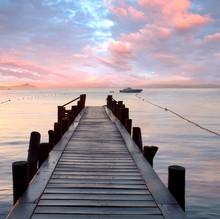 Stare drewniane molo nad Morzem Śródziemnym