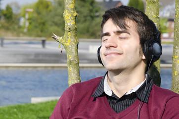draußen entspannt musik hören